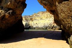 Spiaggia nascosta di Algarve Fotografia Stock Libera da Diritti