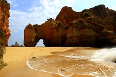 Spiaggia nascosta di Algarve Immagine Stock