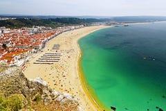 Spiaggia Nazare e l'oceano nel Portogallo Fotografia Stock
