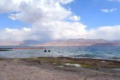 Spiaggia nel izrael con una vista del Giordano fotografia stock