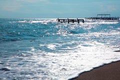 Spiaggia nel tempo di alba La spiaggia al tramonto Fotografia Stock Libera da Diritti