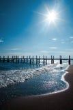 Spiaggia nel tempo di alba La spiaggia al tramonto Immagini Stock Libere da Diritti