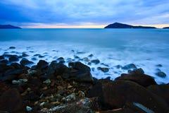 spiaggia nel tropico sul tramonto Fotografia Stock