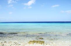 Spiaggia nell'isola del Curacao, mar dei Caraibi Fotografia Stock