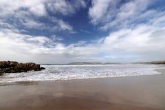 Spiaggia nella baia di Plettenberg, itinerario del giardino, Sudafrica immagine stock libera da diritti
