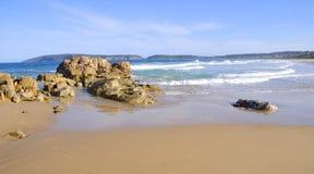 Spiaggia nella baia di Plettenberg, itinerario del giardino, Sudafrica Fotografia Stock
