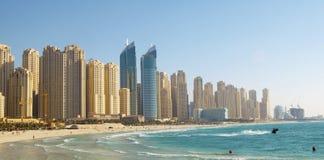 Spiaggia nella città. Fotografie Stock