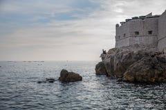 Spiaggia nella città di Ragusa, Croazia fotografia stock libera da diritti