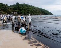 Spiaggia nera dell'olio, Rayong, Tailandia Immagine Stock