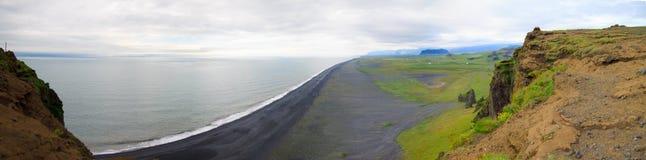 Spiaggia nera della sabbia in Islanda Fotografie Stock Libere da Diritti