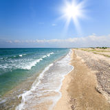 Spiaggia piena di sole abbandonata Fotografia Stock Libera da Diritti