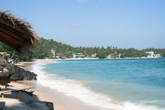 Spiaggia popolata Immagini Stock