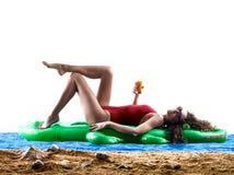 Spiaggia prendente il sole di feste del mare della donna Fotografia Stock
