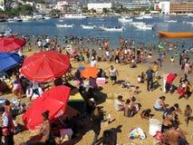 Spiaggia pubblica di Acapulco sul giorno di Natale Fotografie Stock Libere da Diritti
