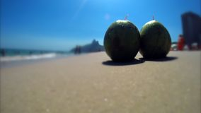 Spiaggia Rio Brazil di Ipanema delle noci di cocco archivi video