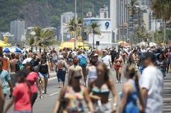 Spiaggia Rio Summer Crowd di Posto 9 Ipanema Fotografie Stock Libere da Diritti