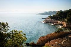 Spiaggia rocciosa in Catalogna Fotografia Stock Libera da Diritti