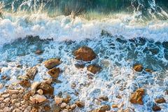 Spiaggia rocciosa del mare, fondo Immagine Stock Libera da Diritti