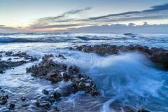 Spiaggia rocciosa delle rotazioni di Denia Alicante Las in Spagna immagini stock libere da diritti