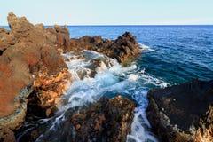 Spiaggia rocciosa hawaiana Immagini Stock Libere da Diritti