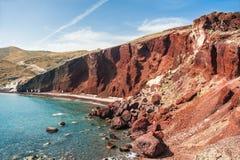 Spiaggia rossa sull'isola di Santorini, Grecia Fotografia Stock