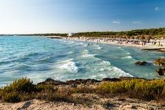 spiaggia sabbiosa con la sabbia bianca fotografia stock