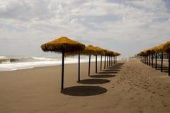 Spiaggia sabbiosa con nessuno Fotografie Stock Libere da Diritti