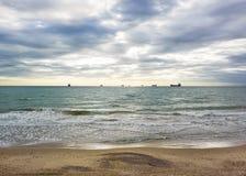 Spiaggia sabbiosa di tramonto sulla costa atlantica sui soli Fotografia Stock Libera da Diritti