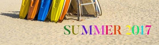 Spiaggia sabbiosa, kajak di colore basati sul supporto, riassunto dell'iscrizione di colore Fotografie Stock Libere da Diritti