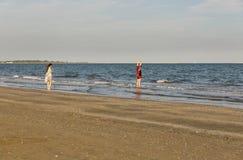 Spiaggia sabbiosa lunga di lido, Italia Fotografie Stock