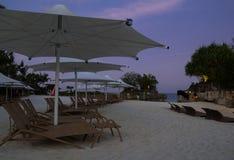 Spiaggia sabbiosa pacifica nella sera Fotografia Stock Libera da Diritti