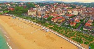 Spiaggia in San Sebastian, Spagna stock footage