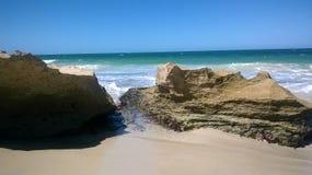 Spiaggia scenica di Perth con le rocce a Perth Australia fotografia stock