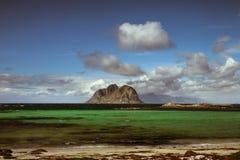 Spiaggia scenica sulle isole di Lofoten fotografie stock
