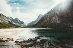 Spiaggia selvaggia Horseid del mare nelle isole di Lofoten del paesaggio della Norvegia Fotografia Stock Libera da Diritti