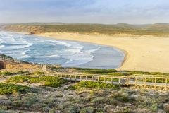 Spiaggia selvaggia stupefacente bella Bordeira, accanto a Carrapateira, Algarve, Portogallo fotografia stock libera da diritti