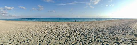 Spiaggia senza fine di Varadero Cuba fotografie stock libere da diritti