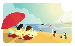 Spiaggia soleggiata con la gente Fotografie Stock