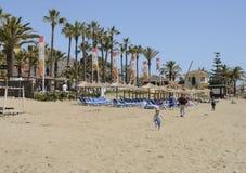 Spiaggia soleggiata di giorno di primavera Fotografia Stock