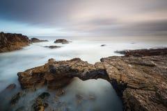 Spiaggia stupefacente di Cascais vicino a Lisbona nel Portogallo Fotografia Stock Libera da Diritti