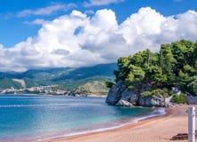 Spiaggia sul punto di vista di Sveti Stefan Fotografia Stock Libera da Diritti