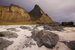 Spiaggia sulle isole di Lofoten fotografia stock libera da diritti