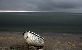 Spiaggia in tempo tempestoso fotografia stock libera da diritti