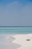 Spiaggia tropicale con la sabbia bianca Fotografie Stock Libere da Diritti