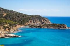 Spiaggia Torre di Chia della roccia del beatifull della Sardegna fotografia stock
