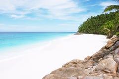 Spiaggia tropicale fotografia stock libera da diritti