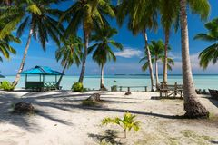 Spiaggia tropicale abbandonata paradiso in Indonesia Immagine Stock