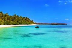 Spiaggia tropicale ai maldives Fotografie Stock Libere da Diritti