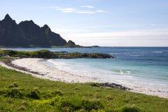 Spiaggia tropicale a Andenes in Norvegia immagini stock libere da diritti