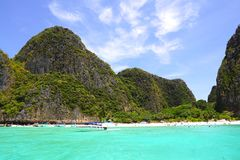 Spiaggia tropicale, baia di maya, a sud della Tailandia fotografia stock libera da diritti